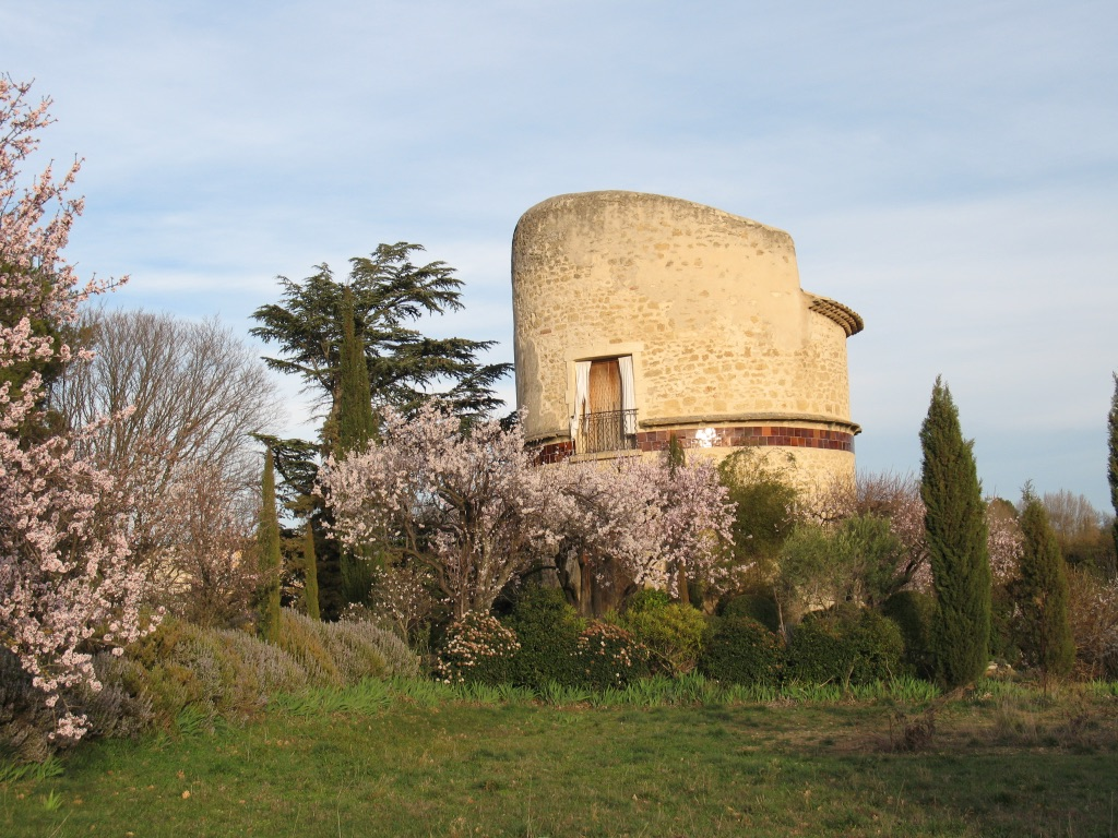 The pigeon house in Lourmarin.jpg